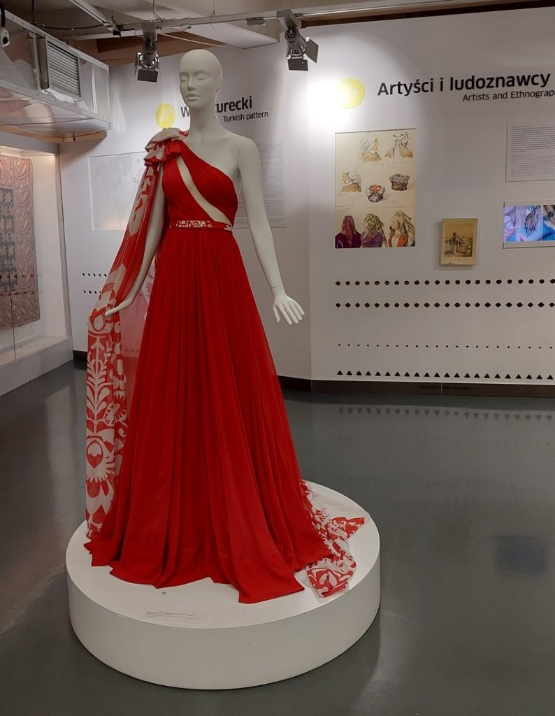 Artyści i ludoznawcy-projekt sukienki